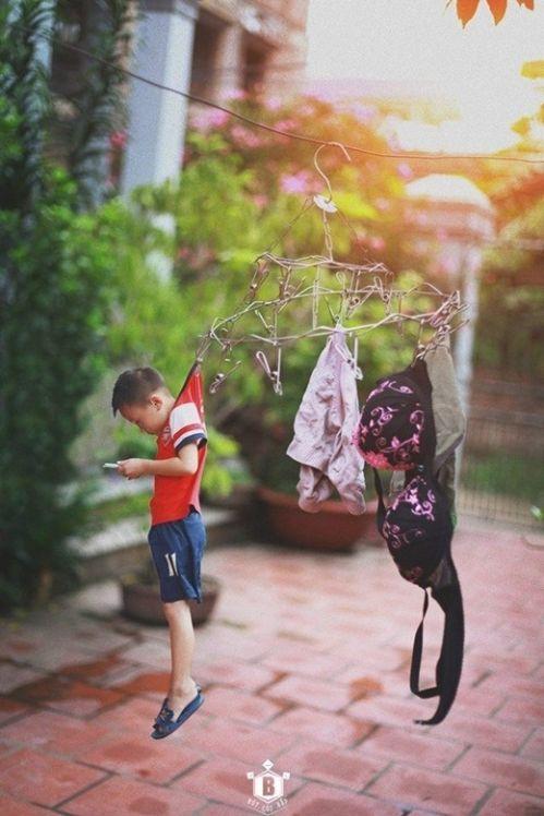 Để con cái im lặng, để nó không khóc nhiều bậc cha mẹ đưa cho con mình những đồ công nghệ như Điện thoại, máy tính, máy tính bảng... việc trông trẻ sẽ như phơi quần áo vậy. Phơi ra lúc sáng đi làm rồi trưa về cất chúng...