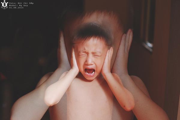 Chúng hét lên khi không dùng những thứ đó. Chúng không nghe bất cứ điều gì từ ba mẹ chúng, chúng chỉ biết đòi chơi...