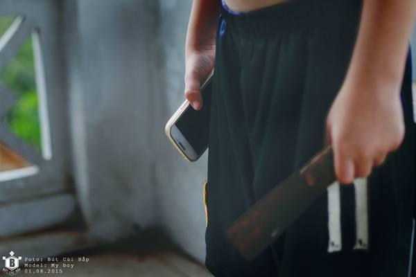 Smartphone như con dao rỉ 2 lưỡi. Người biết sử dụng thì sẽ mài bóng và sử dụng tốt con dao vào những việc có ích. Người không biết dùng thì con dao sẽ cực kì nguy hiểm với chính chủ nhân và người xung quanh họ