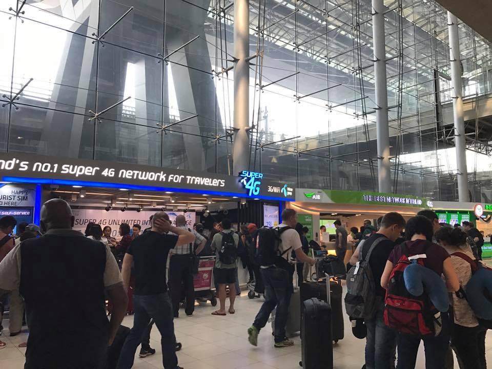 Cửa hàng SIM 4G tại sân bay luôn